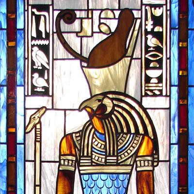 FIGURÁLNÍ VITRÁŽ ZOBRAZUJÍCÍ EGYPTSKÉHO BOHA THOVTA, 60x140 cm, AUTOR: RADEK PÁNÍK, REALIZACE 2009