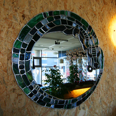 DEKORATIVNÍ ZRCADLO, AUTOR: LUCIE RICHTERMOCOVÁ, Ø 75 cm, REALIZACE 2008